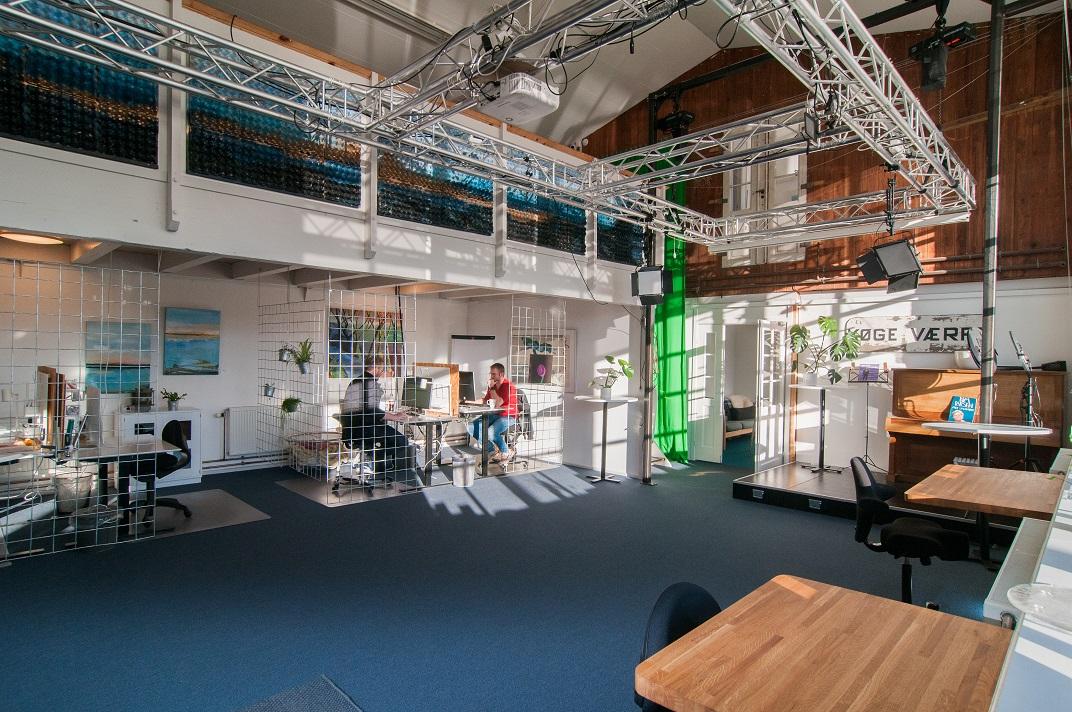 Dækket er pladserne i stuen på Værftet i Køge
