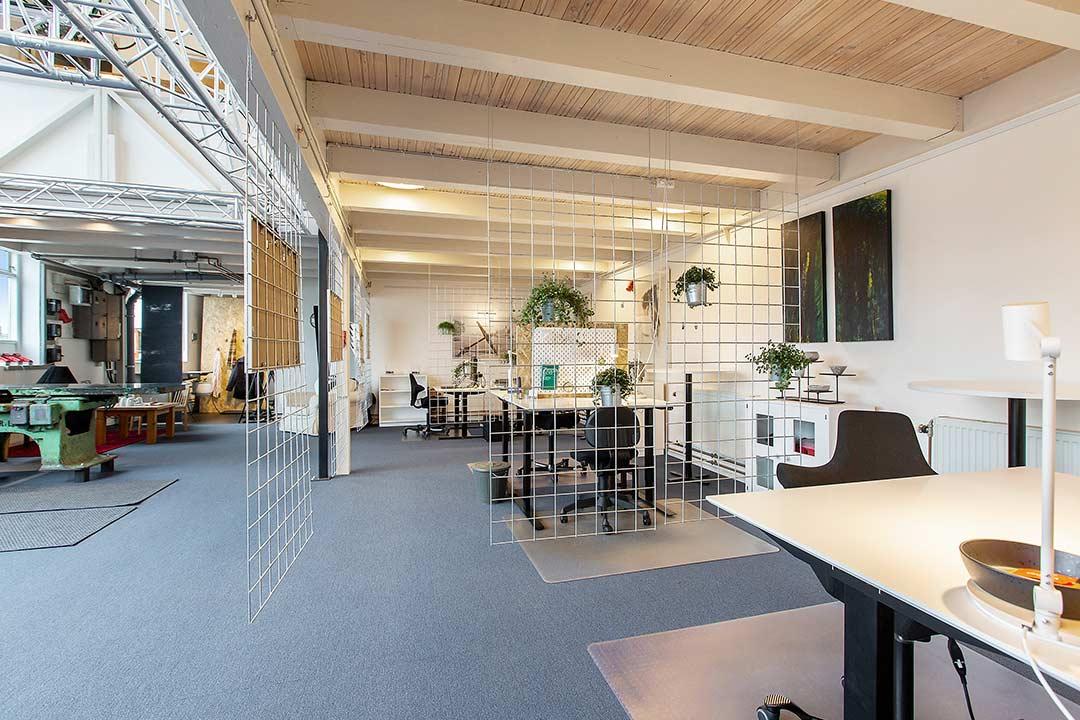 Værftets 6 lyse og venlige kontorpladser på Dækket