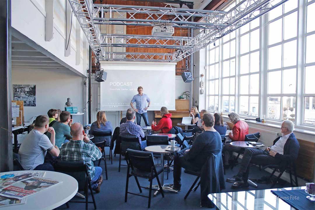Undervisning i Salen på Værftet, med op til 50 deltagere.